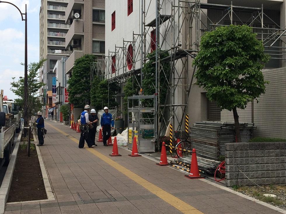 歩道に面したマンションの改修工事にご利用いただきます
