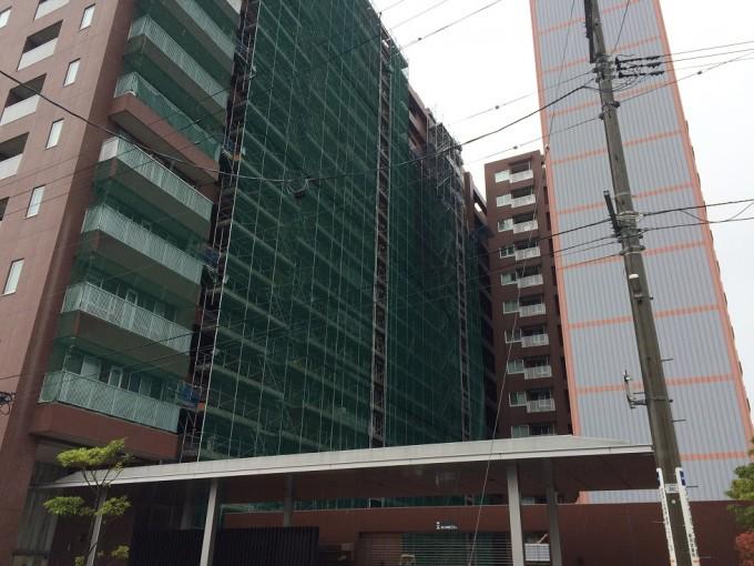 新潟市内のマンションの改修工事にて猿鳶太助Ⅱ型を3台ご利用いただいています