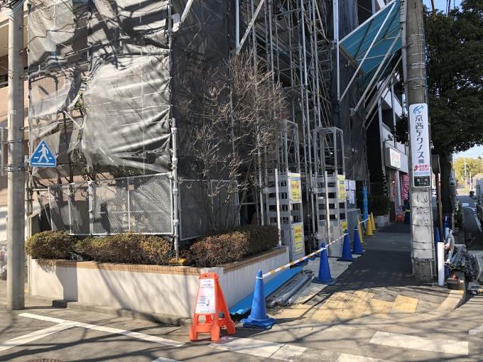 東京都多摩市の駅そばのマンション改修工事のくさび式足場組立にご利用いただきました